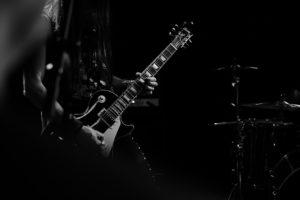 ギター演奏の画像